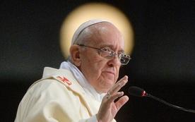 Papież ostro o skandalach w Kościele